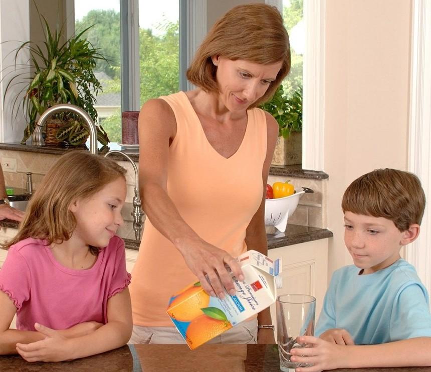 breakfast, morning, mom and children